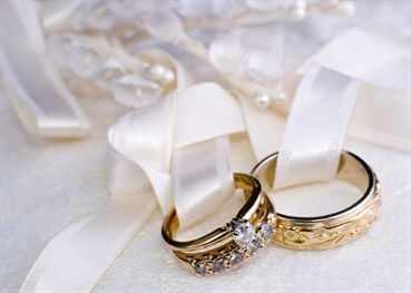 Золотые кольца и свадебные платья