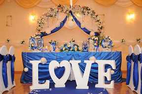 Украшение синего зала шарами фото
