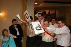 Конкурсы на свадьбу без реквизита смешные