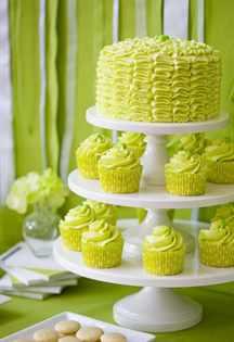 svadebnyy-tort-s-pirozhnymi-kapkeykami-4