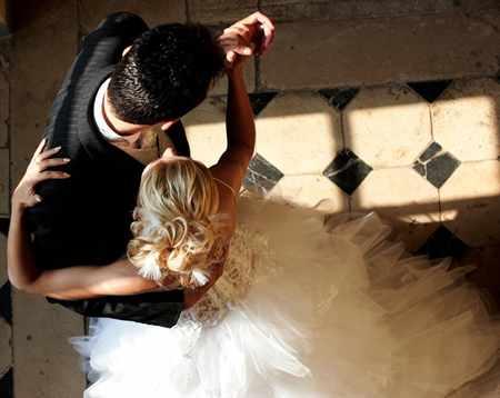 Прикольные танцы на свадьбе: как удивить гостей и молодоженов
