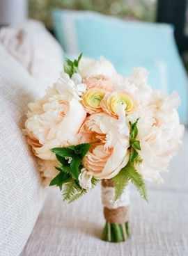 Свадебный букет в персиковом цвете