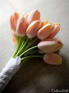 Маленький свадебный букетик из тюльпанов — img 5