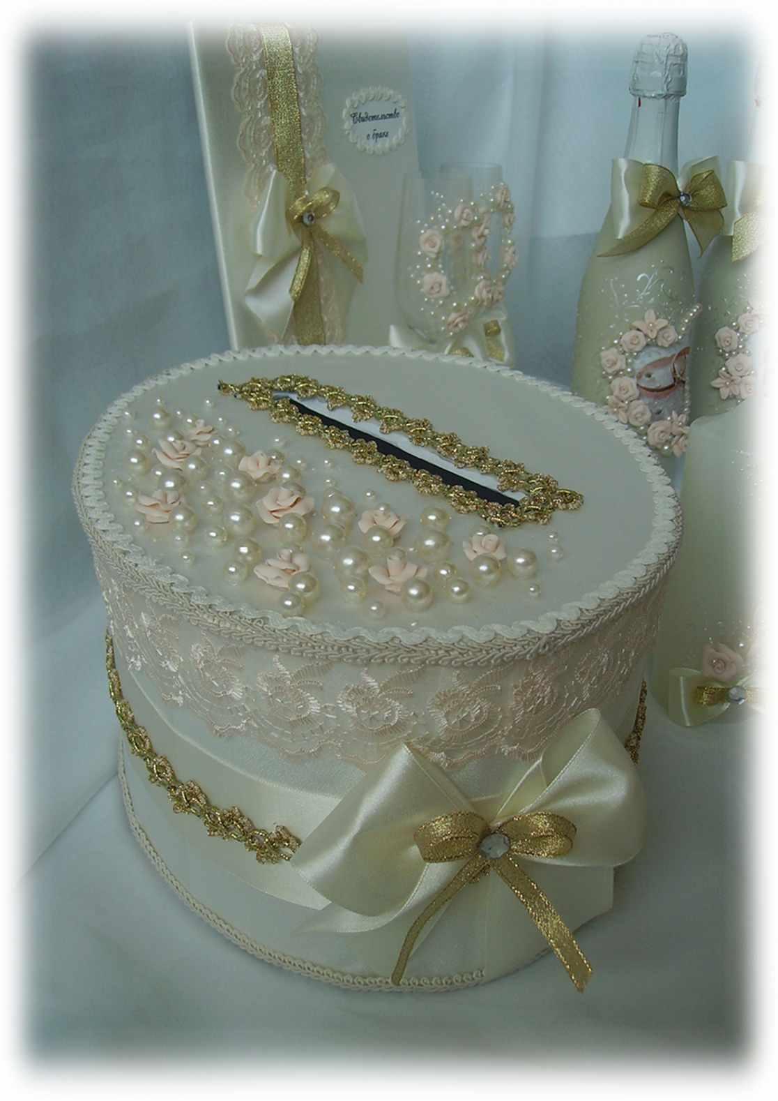Круглая коробка для денег на свадьбу фото