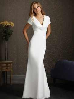 Простое белое свадебное платье