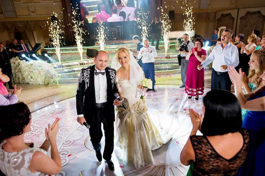 как проводится процедура знакомства гостей на свадьбе