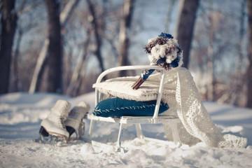 Свадебный синий букет зимой