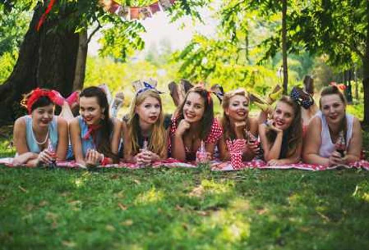 Девушки на девичнике