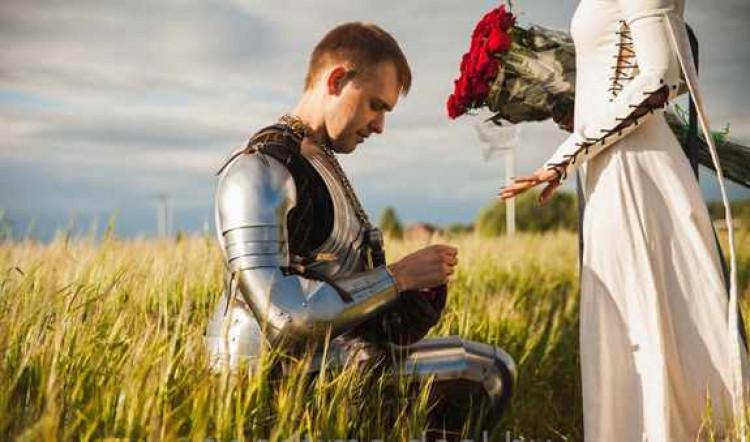 Рыцарь делает предложение руки и сердца