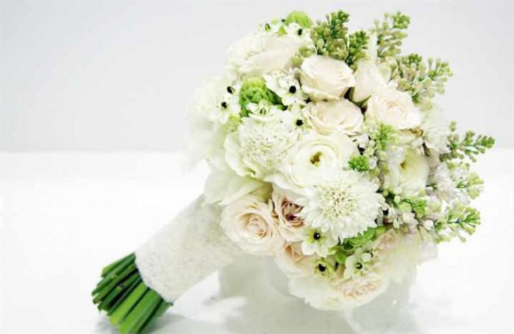 Свадебный букет из хризантемы кустовой