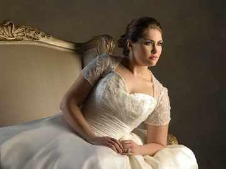 Невеста полная в свадебном платье