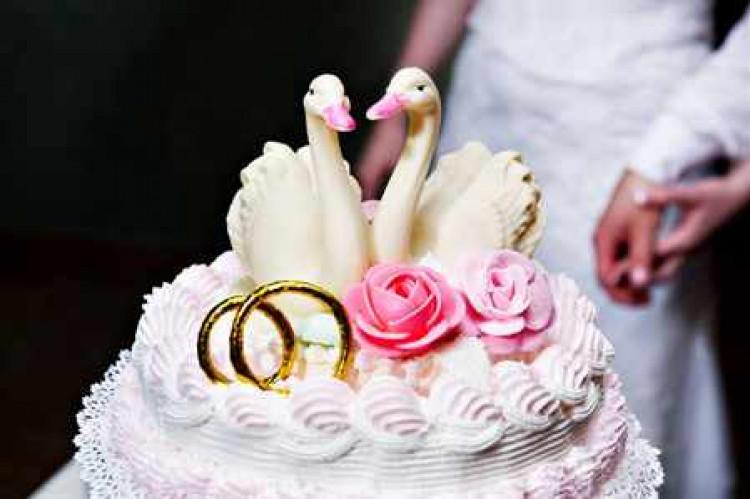 Свадебгый торт с лебедями