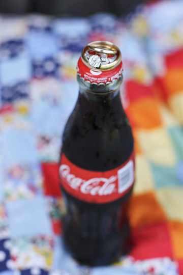 Кольца на бутылочке Кока колы