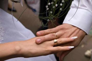 Широкое женское обручальное кольцо