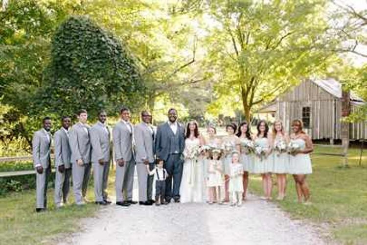 Фотография свидетелей с молодоженами на свадьбе