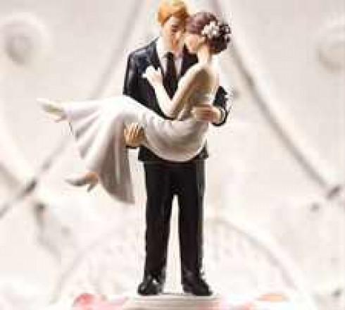 figurki-na-svadebnij-tort-nevesta-na-rukah
