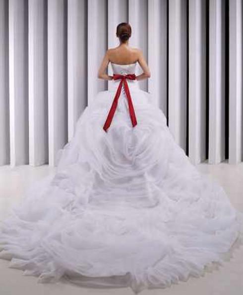 svadebnoe-plate-s-krasnym-poyasom-9