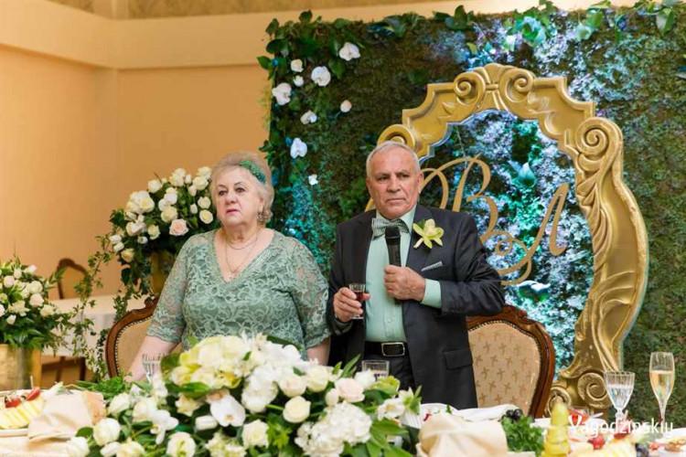 kultura-1_v-sochi-izumrudnuyu-svadbu-otprazdnovali-roditeli-stasa-mihaylova_2