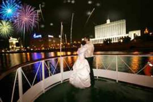 svadba-na-teplohode-salut