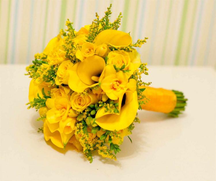 Желтые цветы приметы