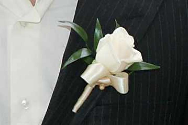 Бутоньерка из искуственных цветов заказ понравится ли мужчине подарок цветы