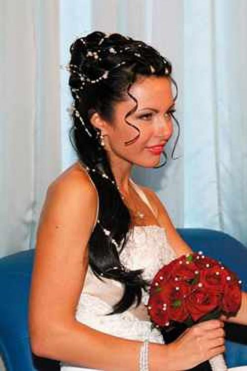 свадебные прически с жемчугом на длинные волосы фото