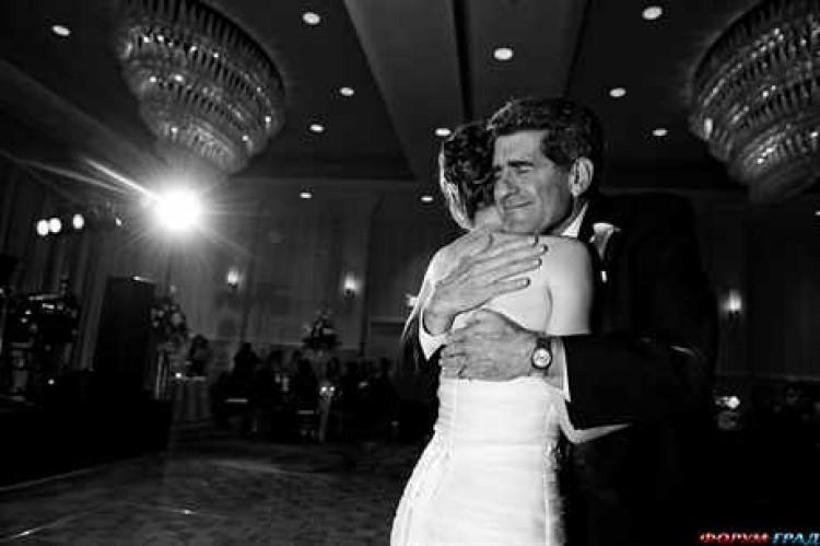 Изображение - Тосты на свадьбе отца дочери joy-and-tears-on-wedding-08-750x499