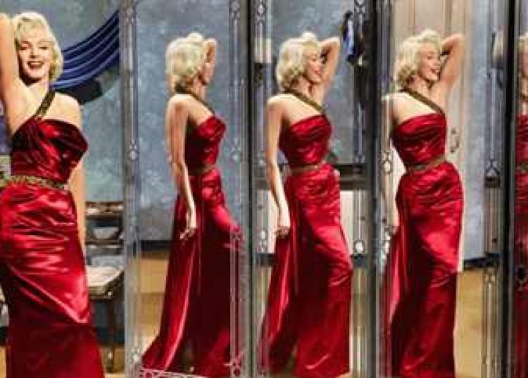 marilyn-robe-rouge