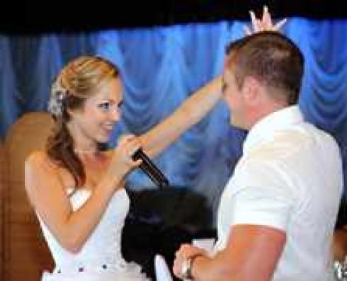 Какую спеть песню на свадьбу в подарок