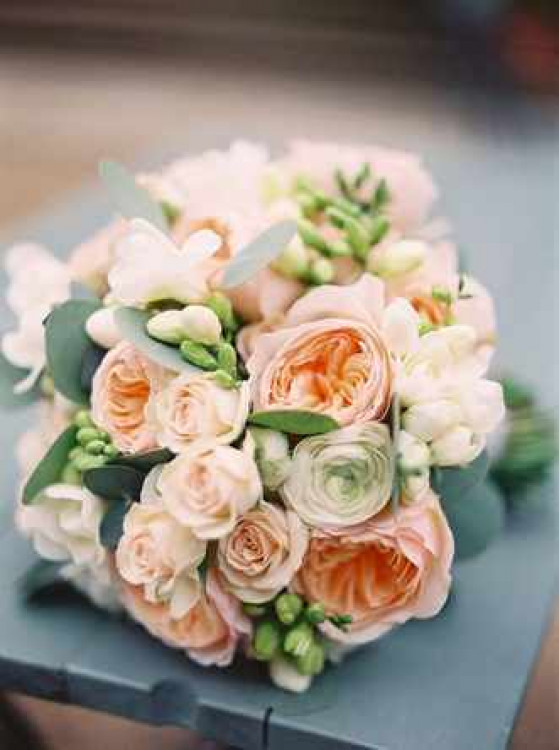 Нежный букет из роз невесты