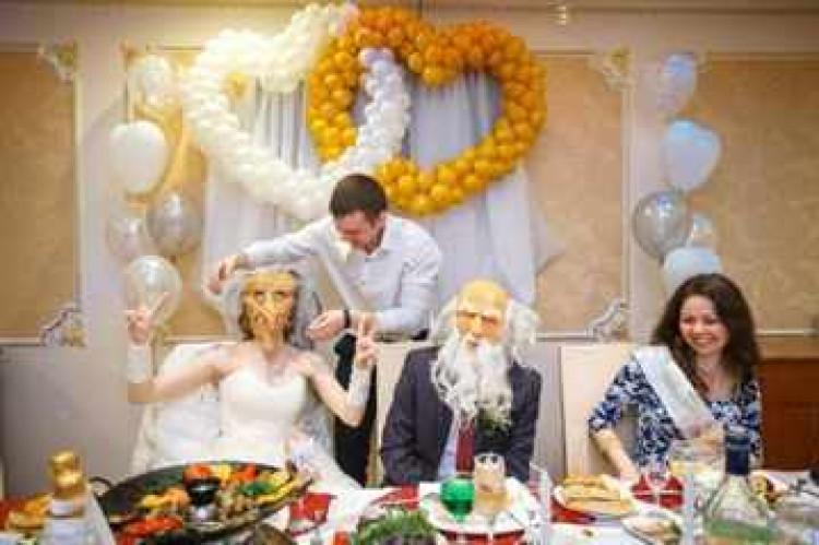 Конкурсы на свадьбу за столом для гостей